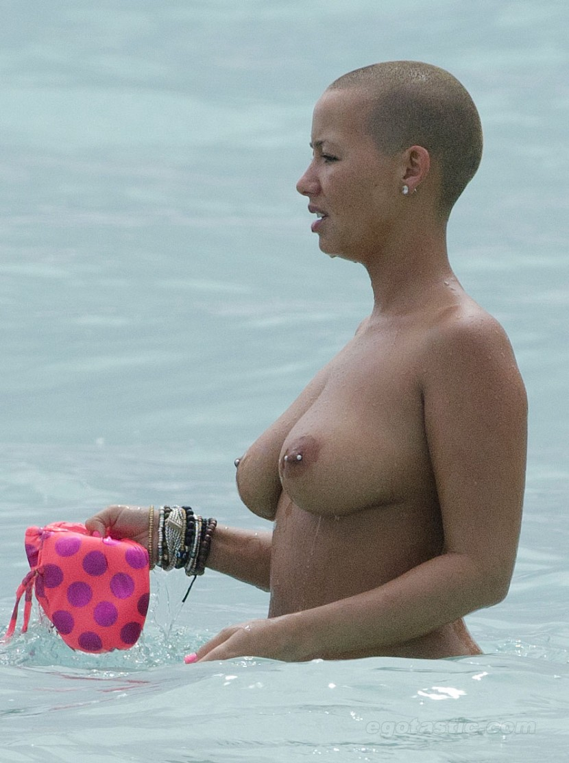 amber-rose-topless-beach-03-830x1113