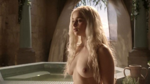 emilia-clarke-nude-game-of-thrones-cap-04-480x270
